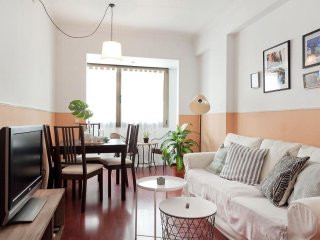 Illa Diagonal apartment in Les Corts with WiFi, air conditioning & lift.