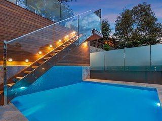 Coogee Hideaway - central family home with a pool
