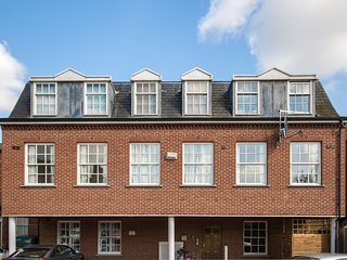 Luxurious 2 Bed Period Apartment
