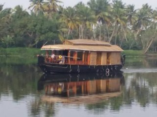 1 Bedroom AC deluxe Individual Houseboat with free lunch, dinner and breakfast