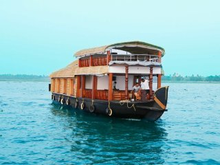 1 bedroom AC deluxe sharing Houseboat with free lunch, dinner and breakfast