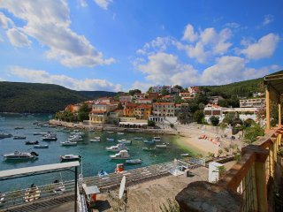 5 pers. app in center of Rabac 75