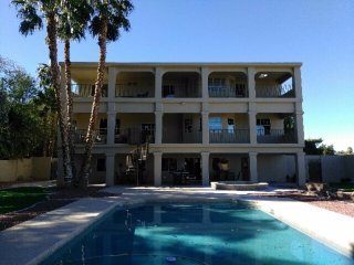777RENTALS - East Vegas Mansion - 10 min to Strip, Pool Table, Pool, Spa, 3