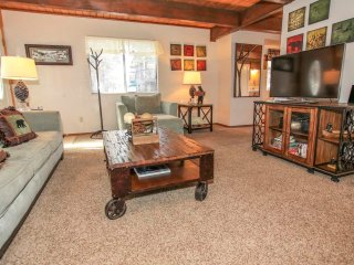 ~Unbearably Cute~Adorable Mountain Home~Kitchen & Dining~Minutes To Town~