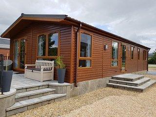 Lochside Luxury Lodge - Swan Vesta