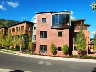 Obermeyer Place Residence  at North Spring Street ~ RA86750