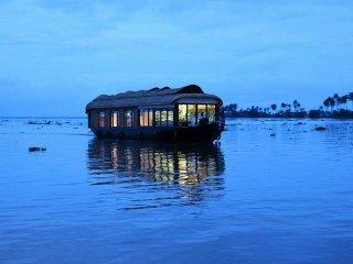 Dona House Boats
