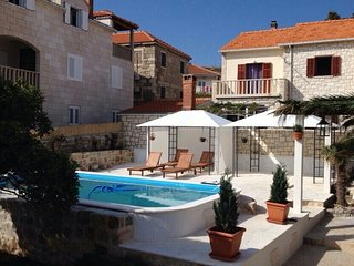 BEAUTIFUL SEAFRONT HOUSE WITH POOL, POSTIRA, BRAC
