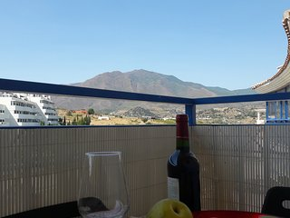 Two bedroom apartment in Estepona. Views of the mountains and partial sea views.