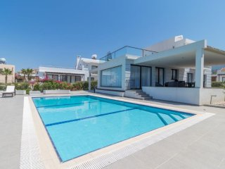 Lapis 2 Seafront 3-bed villa with private pool
