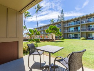 Kapaa 2BR Ground floor, Ocean Breeze Condo with pool! (112-2)