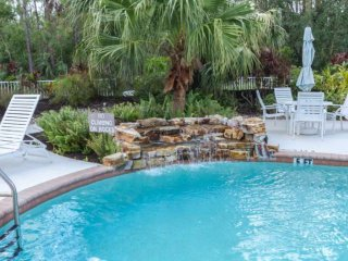 Coral Falls condo w/incredible views of the pool/spa from private & well decorat
