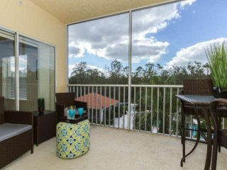 Coral Falls condo w/incredible views of the pool/spa from private & well