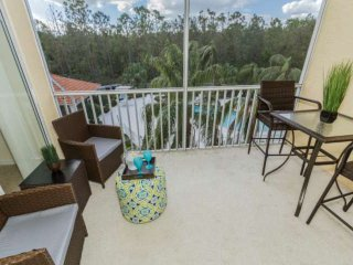 Coral Falls condo w/incredible pool views from private screened lanai - Communit