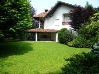 Magnifica villa in collina con giardino