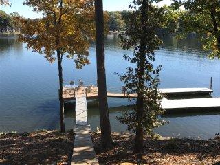 Lake cottage w/ firepit, private dock, gazebo