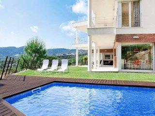 ROMANI-Casa con fantásticas vistas a mar y montaña, con piscina