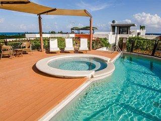 Luxury Condo - Steps to White Sandy Beaches -