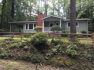 Woods Edge Cottage, Covenient Location, 2bed/2bath, Pet Friendly