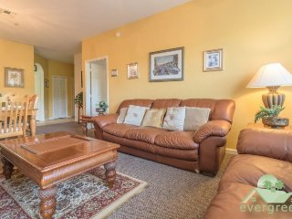 IL Venetian - Charming 3 bedroom ground floor condo with conservation view in