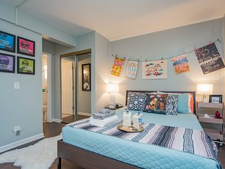 Mins to Downtown | Central Studio | Sleeps 4 | FREE Parking | Community Pool
