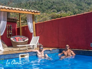 Ilhabela La Gloria Beach Hostel...Suites Casal, familia e compatilhada c piscina
