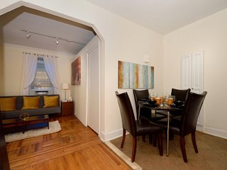 Stay in the heart of Manhattan in a 3 Bed 1 Bath by Bloomingdales for 8 guests!