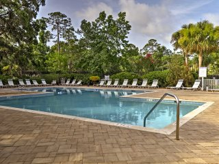 Hilton Head Condo w/Private Patio+Resort Amenities
