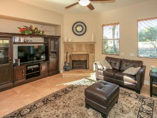 Country club retreat in the heart of Indio w/on-site golf, shared pool & hot tub