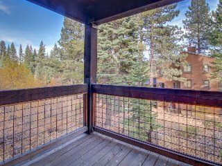 Cozy condo w/ shared pool, hot tub, sauna - onsite golf, lifts only 100 ft away!