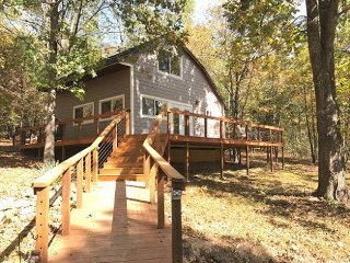 Buttonwood cabin at Tablerock lake (Branson area)