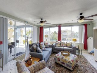 Bright and cheery family-friendly home w/soaking tub, dock access, & ocean views