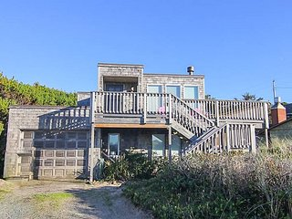 Cozy Beach Castle has Panoramic Views, Wrap-Around Deck With Ocean Views!