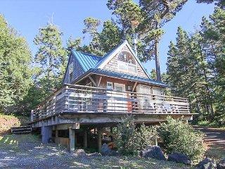 Make Happy Memories in this Charming Cottage in Manzanita!