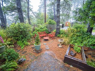 Pet Friendly Two Bedroom Home With Sunroom & Air Conditioning in Manzanita!