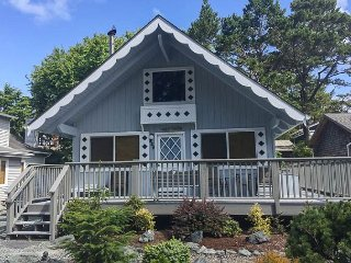 Charming Chalet-Style Home In The Heart Of Manzanita!