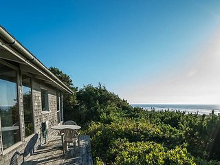 *Charming Beach Cabin With Beach Views!