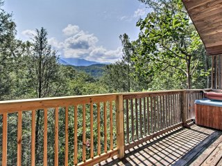 NEW! 1BR Gatlinburg Cabin w/ Mnt Views & Hot Tub!