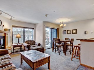 Charming Two-Bedroom Condo, Close to Lifts & Town