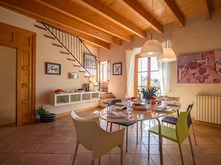 Spacious Historical House Palma apartment in Palma with WiFi & balcony.