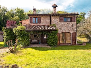6 bedroom Villa in Monte Castello di Vibio, Umbria, Italy : ref 5226998