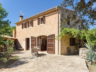 Spacious Holiday Country House Mallorca apartment in Santa Eugenia with private