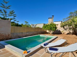Spacious Country Pool House apartment in Algaida with WiFi, air conditioning, pr