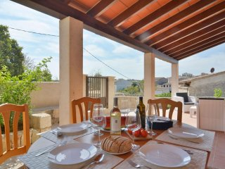 Spacious Sineu Mallorcan Holiday House apartment in Sineu with WiFi, private ter