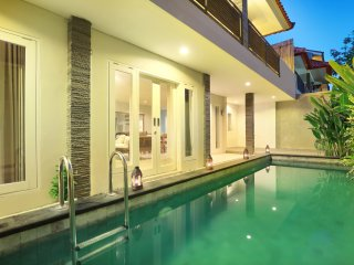 3 BR THE HOTMAN PARIS IX SEMINYAK (UMASARI)