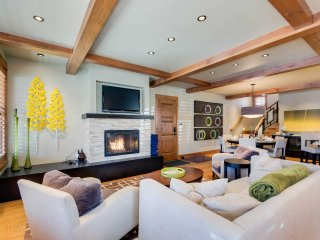 NEW! 4BR Spacious Breckenridge House w/ Hot Tub!