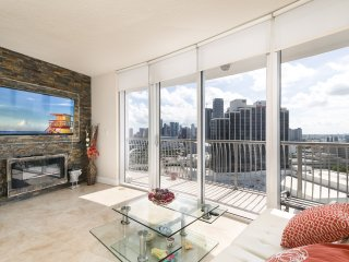Luxurious 2 Bed/2 Bath condo in Downtown