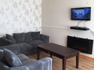 Entire house for rent with 2 spacious double rooms in Rochester Kent