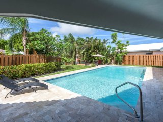 Home Luna y Sole 3 bedrooms just Remodel Waterfront Home, 10 min walk to beach