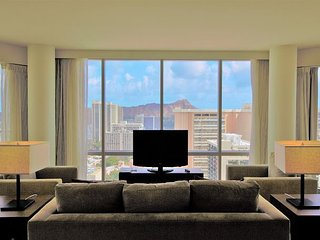 32th High Floor w/Spectacular Mountain & Ocean View! Book Now at Best Rate!